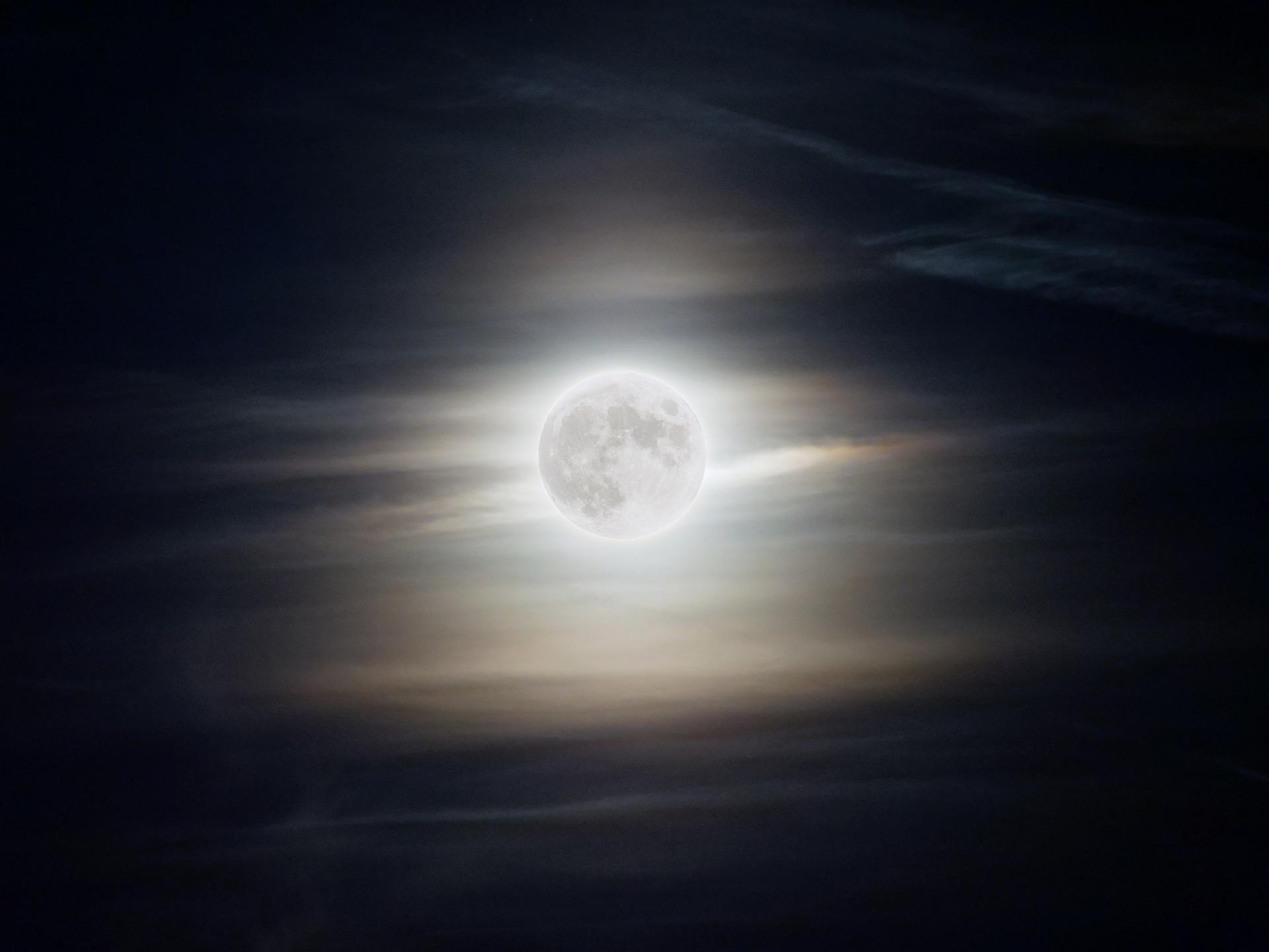 clair de lune 5372973 1920 1