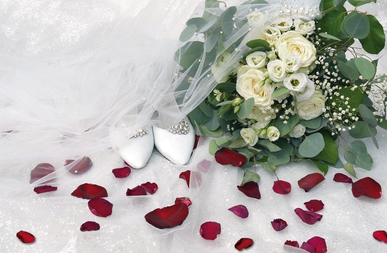 Календарь свадеб на 2022 год: благоприятные дни для свадьбы и венчания