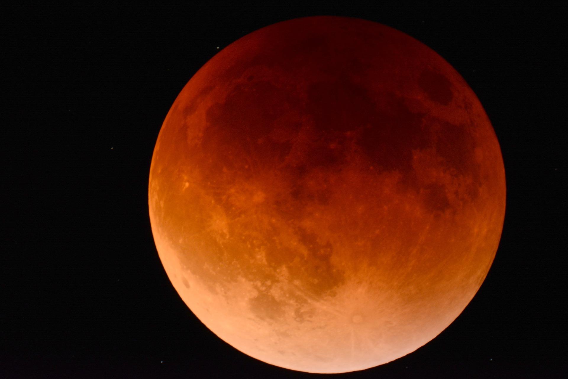 moon 2146596 1920