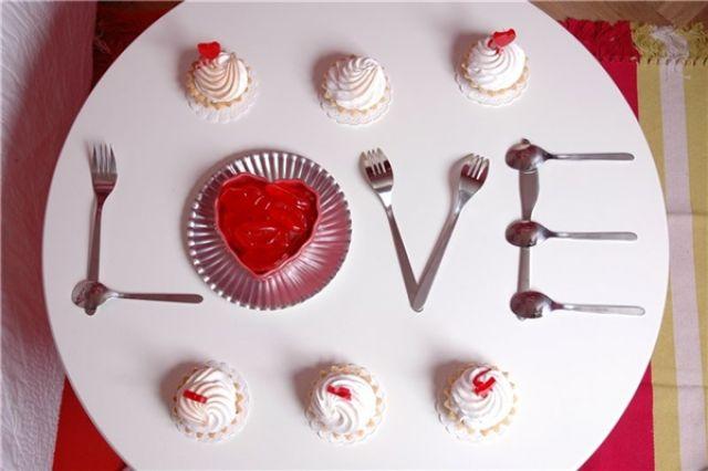 Праздничный стол на день влюбленных